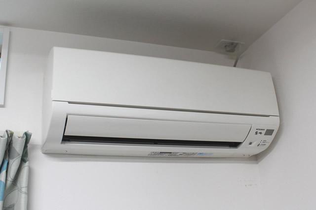 室温調節用エアコン